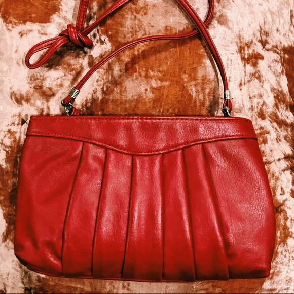 Cute {RETRO} red vintage clutch purse with strap!